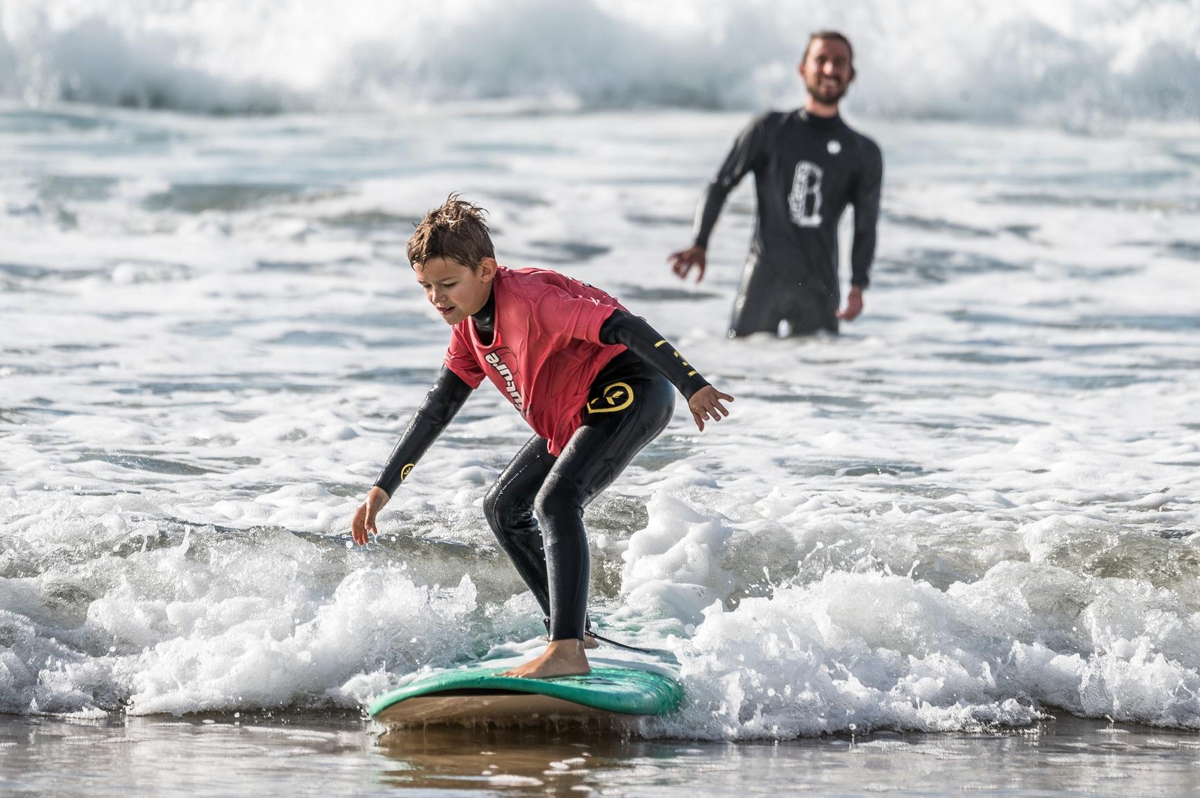 surf-lesson-kids-coach